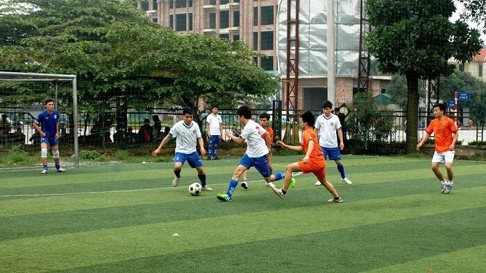 bóng đá phủi là một loại hình thức bóng đá không chuyên